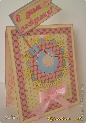 Решила сделать еще одну детскую открытку, благо совсем скоро предвидится несколько поводов ее подарить  Основная цветовая гамма - розовый, желтый, голубой, белый и светлый беж Скрап-бумага, картон, лента, овечка-наклейка. фото 5
