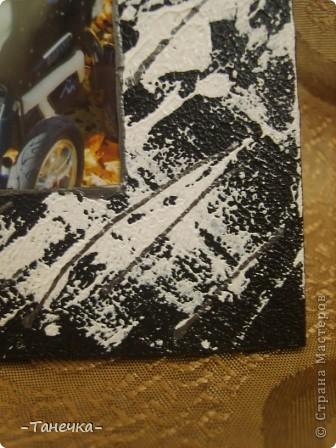 Эту рамочку я окрашивала при помощи файлика - белый цвет нанесла на файл, приложила к рамкеуже окрашеной в черный и прогладила неравномерно))) фото 2