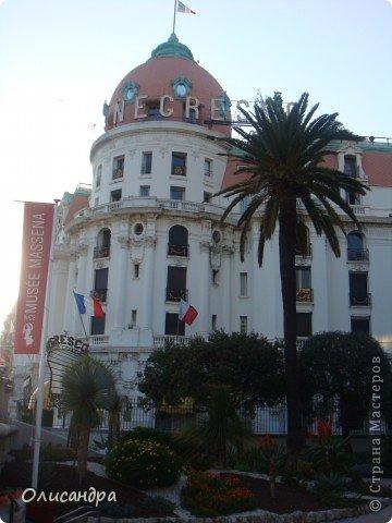 Ницца – один из красивейших уголков Франции, была основана в 5 веке до н. э. греками. Название произошло от имени богини победы – Ники.  В 19 веке отдыхать в Ницце полюбила сначала английская, а потом и французская аристократия.  фото 10