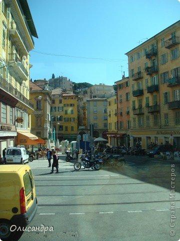 Ницца – один из красивейших уголков Франции, была основана в 5 веке до н. э. греками. Название произошло от имени богини победы – Ники.  В 19 веке отдыхать в Ницце полюбила сначала английская, а потом и французская аристократия.  фото 3