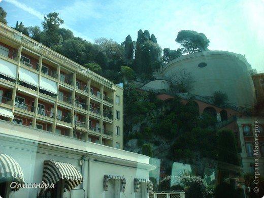 Ницца – один из красивейших уголков Франции, была основана в 5 веке до н. э. греками. Название произошло от имени богини победы – Ники.  В 19 веке отдыхать в Ницце полюбила сначала английская, а потом и французская аристократия.  фото 29