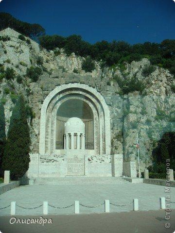 Ницца – один из красивейших уголков Франции, была основана в 5 веке до н. э. греками. Название произошло от имени богини победы – Ники.  В 19 веке отдыхать в Ницце полюбила сначала английская, а потом и французская аристократия.  фото 30