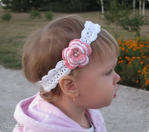 Вот таких шапочек и повязочек навязала своей дочурке. Предлагаю вашему просмотру. Может и вам что-нибудь приглянётся. фото 6