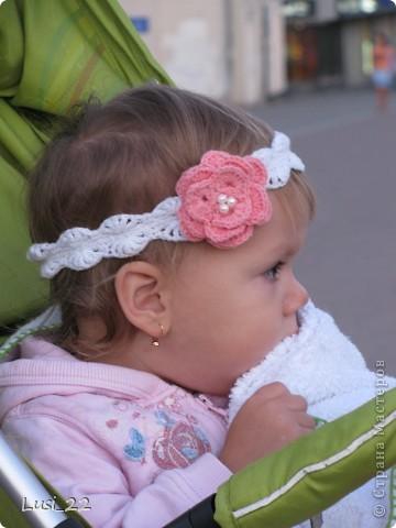 Вот таких шапочек и повязочек навязала своей дочурке. Предлагаю вашему просмотру. Может и вам что-нибудь приглянётся. фото 9