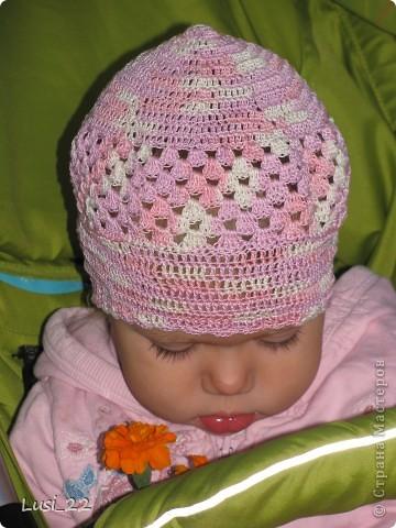 Вот таких шапочек и повязочек навязала своей дочурке. Предлагаю вашему просмотру. Может и вам что-нибудь приглянётся. фото 14