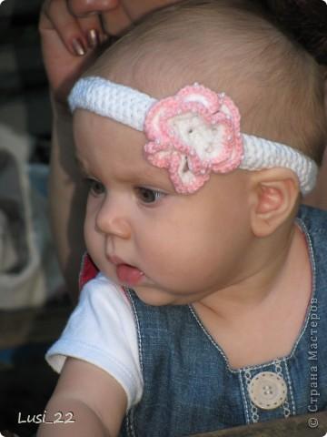 Вот таких шапочек и повязочек навязала своей дочурке. Предлагаю вашему просмотру. Может и вам что-нибудь приглянётся. фото 2