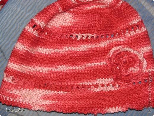 Вот таких шапочек и повязочек навязала своей дочурке. Предлагаю вашему просмотру. Может и вам что-нибудь приглянётся. фото 4