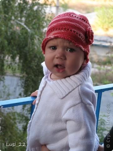 Вот таких шапочек и повязочек навязала своей дочурке. Предлагаю вашему просмотру. Может и вам что-нибудь приглянётся. фото 3