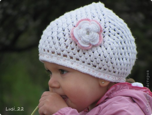 Вот таких шапочек и повязочек навязала своей дочурке. Предлагаю вашему просмотру. Может и вам что-нибудь приглянётся. фото 12