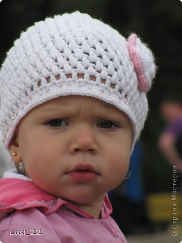 Вот таких шапочек и повязочек навязала своей дочурке. Предлагаю вашему просмотру. Может и вам что-нибудь приглянётся. фото 11