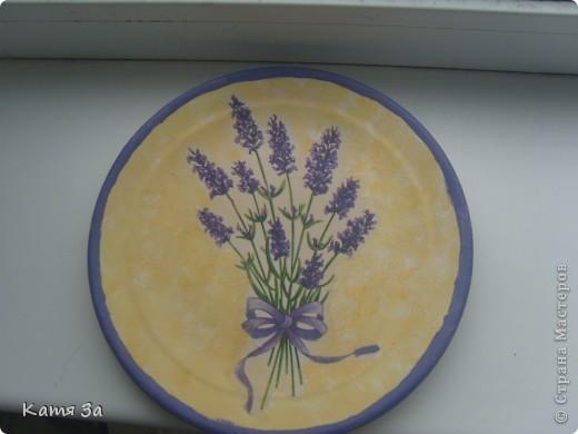 Это моя первая тарелочка! Сегодня у меня декупужный день! :))) Для досочек сделала тарелочку! Тарелочка была бежевого цвета - подошла идеально! фото 2