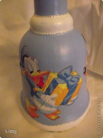 Бутылка на день рождения мальчику. Форму заказчица выбирала сама. Постаралась учесть все пожелания: белый с голубым и немного серебра.. Результатом в общем довольна. Фото со вспышкой. фото 5