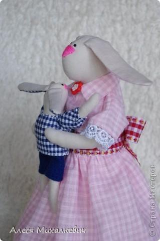 Здравствуйте, мои хорошие!!!  Если вы думаете, что я пропала...нет, я не пропала.........я творю.....Вот наконец-то пошилась у меня интерьерная игрушка Радость Материнства. Очень скоро я подарю её одной замечательной девушке, которая не так давно стала мамой!!! мне кажется эта игрушка несёт в себе тепло и любовь!!!!!!! Безумно она мне нравится и всем советую её пошить........ фото 2