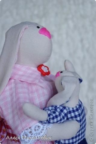 Здравствуйте, мои хорошие!!!  Если вы думаете, что я пропала...нет, я не пропала.........я творю.....Вот наконец-то пошилась у меня интерьерная игрушка Радость Материнства. Очень скоро я подарю её одной замечательной девушке, которая не так давно стала мамой!!! мне кажется эта игрушка несёт в себе тепло и любовь!!!!!!! Безумно она мне нравится и всем советую её пошить........ фото 7