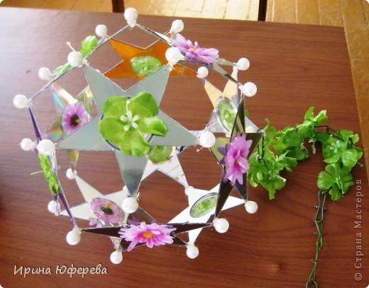 Из 12 дисков нарезаем 12 пятиугольников. Склеиваем цветным скотчем.  фото 3