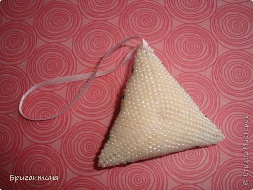 Очень нравятся бискорню из блога Hani.  Сначала делала кулон, но он получился слишком большим, решила оформить как бискорню. Сестра предложила делать такие талисманы и ложить во внутрь душистые травы! фото 5