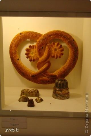 Сегодня приглашаю Вас прогуляться с нами по музею хлеба. Музей будет интересен не только взрослым, но и детям. Заходим и видим  такую красоту.  Мельница из знакомых всем хлебобулочных изделий))) фото 20