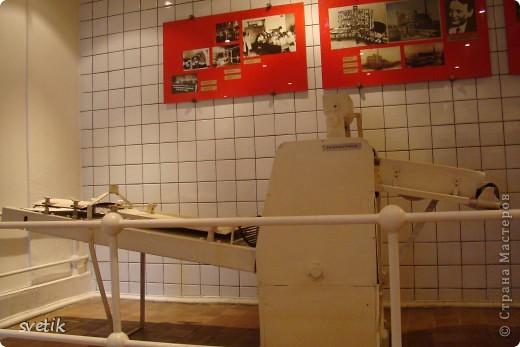Сегодня приглашаю Вас прогуляться с нами по музею хлеба. Музей будет интересен не только взрослым, но и детям. Заходим и видим  такую красоту.  Мельница из знакомых всем хлебобулочных изделий))) фото 37