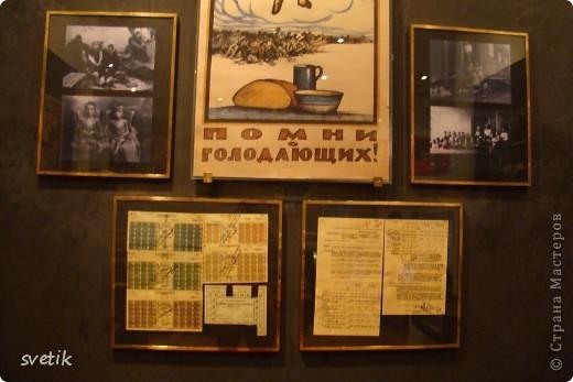 Сегодня приглашаю Вас прогуляться с нами по музею хлеба. Музей будет интересен не только взрослым, но и детям. Заходим и видим  такую красоту.  Мельница из знакомых всем хлебобулочных изделий))) фото 42
