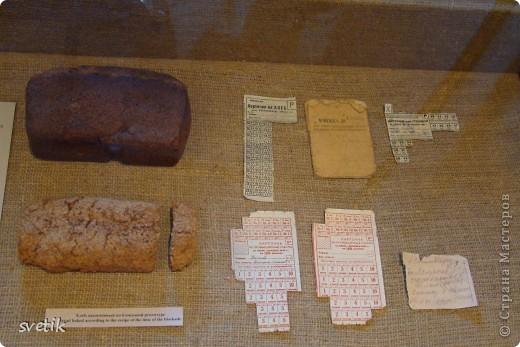 Сегодня приглашаю Вас прогуляться с нами по музею хлеба. Музей будет интересен не только взрослым, но и детям. Заходим и видим  такую красоту.  Мельница из знакомых всем хлебобулочных изделий))) фото 44
