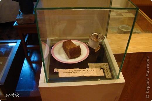 Сегодня приглашаю Вас прогуляться с нами по музею хлеба. Музей будет интересен не только взрослым, но и детям. Заходим и видим  такую красоту.  Мельница из знакомых всем хлебобулочных изделий))) фото 47