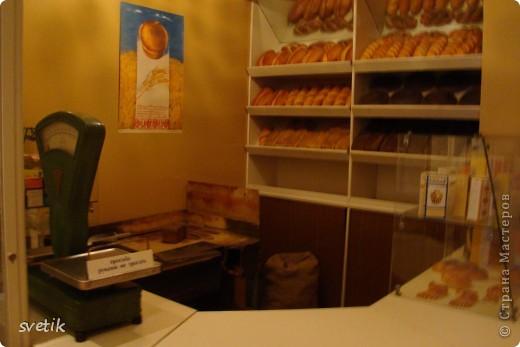 Сегодня приглашаю Вас прогуляться с нами по музею хлеба. Музей будет интересен не только взрослым, но и детям. Заходим и видим  такую красоту.  Мельница из знакомых всем хлебобулочных изделий))) фото 48