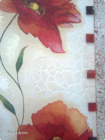 Сделала это панно давным давно,не могла ничего придумать с обрамлением,а сегодня прикупила мозаику подходящего цвета,пока только разложила,вроде ничего,как вы думаете,девочи,очень бы хотелось узнать мнение мастеориц.Материалы:основа-оргалит,белый с одной стороны,фон-краска акриловая жемчужная,салфетка,фацетный лак,слева остатками очень загустевшей краски из предыдущей баночки почпокала кисточкой и получила рельеф.Вроде все.Кто знает чем клеить стекляную мозаику? фото 3