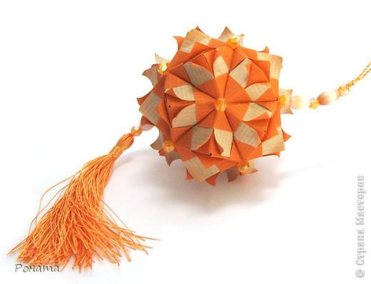 """Всем привет! Наконец-то я хоть что-то оформила и могу вам показать)) Этот сонобик я придумала уже давно и в ЖЖ показывала. Оказалось, что изобрела велосипед(( Этот модуль - неразвернутый модуль Star fractal Марии Синайской. А его я еще не складывала, поэтому и не знала. Только """"лапшу"""" лишнюю я внутрь модуля спрятала, а у Маши она снаружи. Но это не меняет общего вида. Правда, из-за """"лепестковости"""" Маша написала, что это моя авторская вариация:))) Приятно! фото 3"""