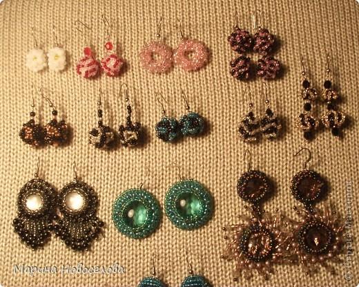 Решила запечатлеть сережки, которые я сплела к кулонам и к другим украшениям. Сама не ношу серьги, т.к. имела неудачный опыт после прокалывания мочек фото 6