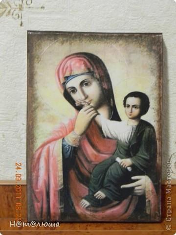 На кристины племяннику в срочном порядке решила сделать икону Божьей Матери. Икону делала из распечатки на лазерном принтере. Состарила морилкой и акриловыми красками по краю. Клеила на деревянную дубовую заготовку. фото 1