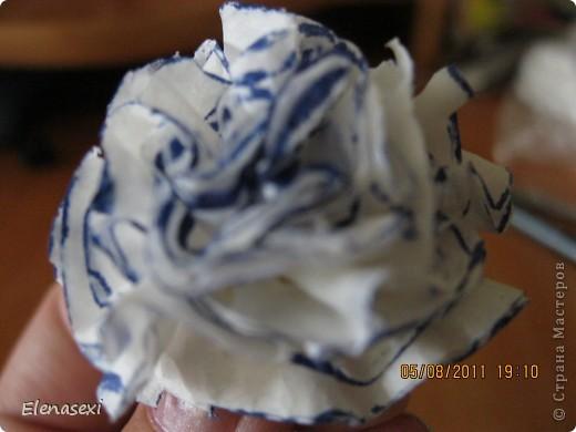Здравствуйте, мастерицы! Я много просмотрела ваших работ по бумагопластике, вот решилась повторить некоторые из них. Как то посмотрела мастер-класс цветочки в гаршочках из салфеток и мне тоже захотелось смастерить такое чудо!!!! фото 12