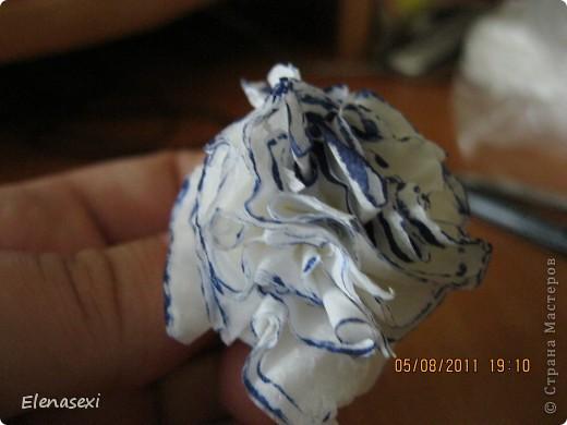 Здравствуйте, мастерицы! Я много просмотрела ваших работ по бумагопластике, вот решилась повторить некоторые из них. Как то посмотрела мастер-класс цветочки в гаршочках из салфеток и мне тоже захотелось смастерить такое чудо!!!! фото 13