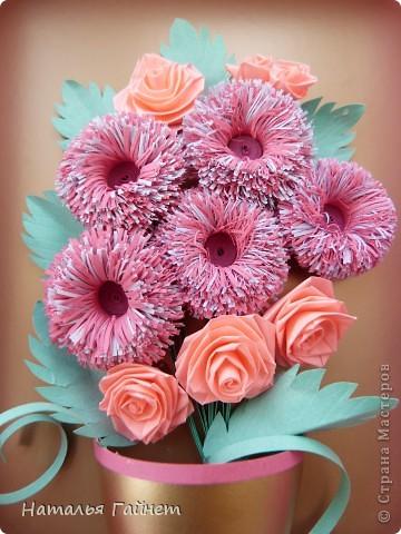 Во вторник отмечается День воспитателя.Для садиков моих дочек мы приготовили вот такие подарки в виде открыток-коробочек с букетиками цветов. фото 17