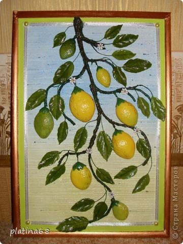 Вот решила и я сделать лимончик к яблоньке в подарок подруге. У нее есть настоящий лимон, она его посятоянно приводит в порядок, натирает листики, а этот взяла повесила и никаких проблем, даже поливать не надо. фото 1