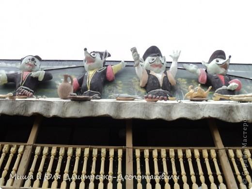Заключительная часть нашего фоторепортажа посвященного прогулке в развлекательном парке Бомбора! Это колесо часть декорации одного из ресторанов. фото 3