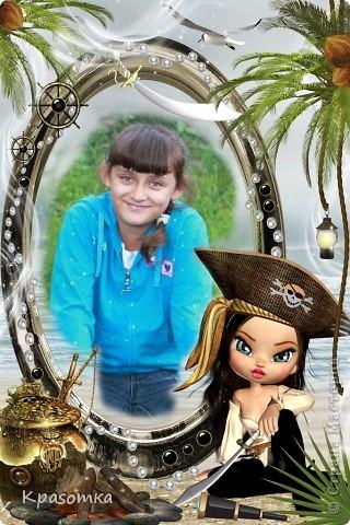 """В школе дали задание. От каждого класса нужно представить стенгазету """"Мой кумир"""". Дочка учится во втором классе. В основном все кумиры - это герои из мультфильмов, да еще и не русских. Дочка сама выбрала эту героиню, пришлось плясать от этого. В основе история из фильма """"Пираты Карибского моря"""". Одна из главных героинь - Элизабет. Именно она стала кумиром моей девочки. Ни капли не удивляюсь, она у меня очень похожа характером на эту пиратку. Т.к. стенгазета от 2 класса, то решили много не писать, а больше украсить. чтоб детям интереснее ее было рассматривать. фото 11"""