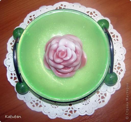 Керамическая роза Состав: основа, глицерин, красители, ароматизатор роза Попробовала наконец сделать мыло из самодельной формочки фото 1