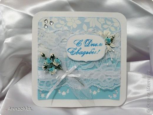 Всех приветствую! Вот и меня застала свадебная пора! Очередное приглашение вылилось вот в такую небесную открытку.  Свадьба в голубых тонах, поэтому цвет открытки соответствующий. Для меня это был сплошной эксперимент. Голубого цвета было в наличии только скрап-бумага и розочки. Остальное из подручного материала. фото 1