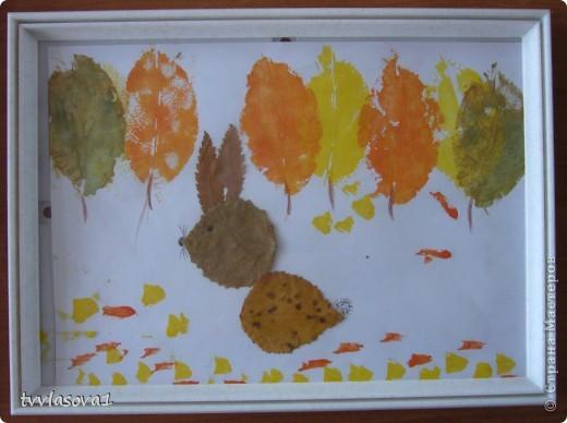 здесь испльзованы оттиски листьев для создания осеннего леса.Быстро,просто,интересно!Олесина работа... фото 1