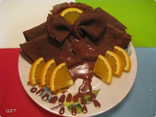 Шоколадные блины с соусом