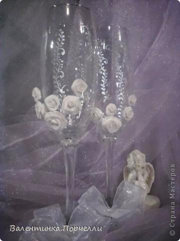 В этот раз делала бокалы с мамиными розочками.Моя мама решила мне помочь!)))попросила у меня пластику и налепила мне много*-много розочек! фото 8