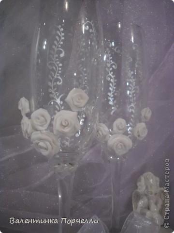 В этот раз делала бокалы с мамиными розочками.Моя мама решила мне помочь!)))попросила у меня пластику и налепила мне много*-много розочек! фото 9