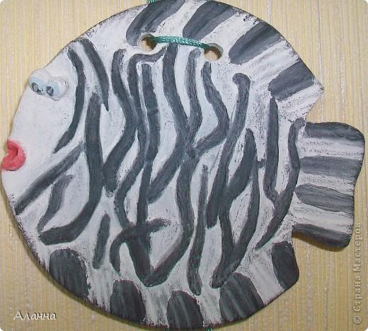 Нужно сказать не самая удачная рыбка получилась. Но возможно кого-то вдохновит идея и себе слепить рыбку-зебру. фото 2