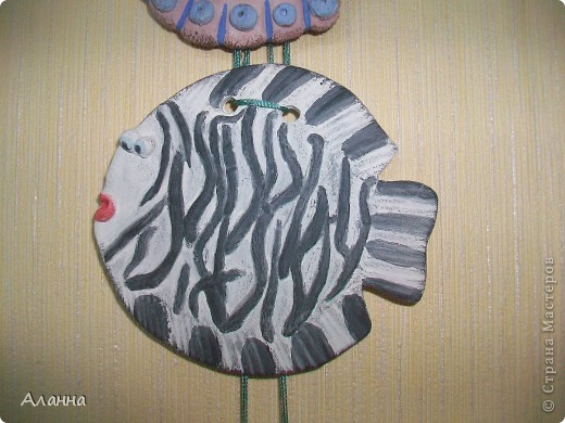Нужно сказать не самая удачная рыбка получилась. Но возможно кого-то вдохновит идея и себе слепить рыбку-зебру. фото 1