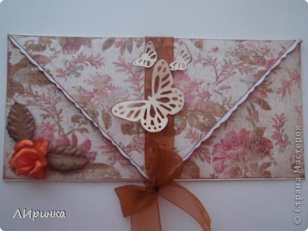 Получила первый заказ - конверт для денег. Сделала два на выбор. Выбрали этот. Делала его по МК - http://anitas-hobbyblogg.blogspot.com/2009/05/2-konfirmasjonskort-og-tutorial.html. фото 3