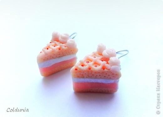 меня всегда восхищали сделанные из пластики тортики,пироженки,конфетки.выглядят они всегда очень аппетитно)так бы и съела))) вдохновленная подобными работами,вчера сделала такие вот сережки)))выглядят вроде неплохо)))) фото 1