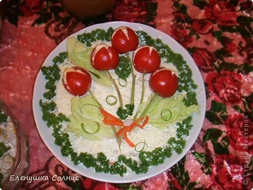 Вкусненько: ветчина, яйца, ананас, кукуруза, лук, сыр, зелень, майонез. фото 2