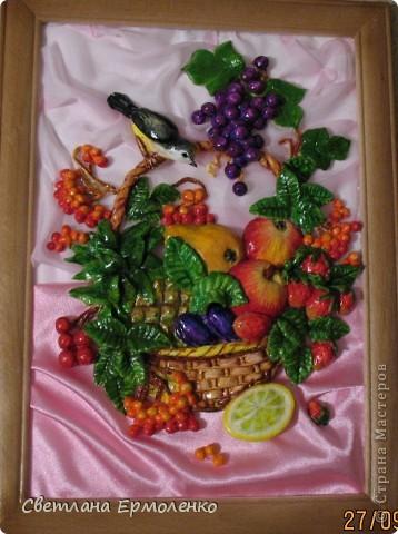 Вот такая корзинка с фруктами, рябиной и ананасом вылепилась у меня. фото 1