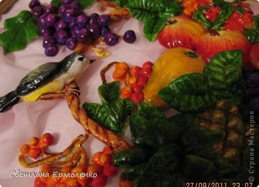 Вот такая корзинка с фруктами, рябиной и ананасом вылепилась у меня. фото 2