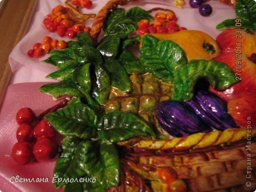Вот такая корзинка с фруктами, рябиной и ананасом вылепилась у меня. фото 4